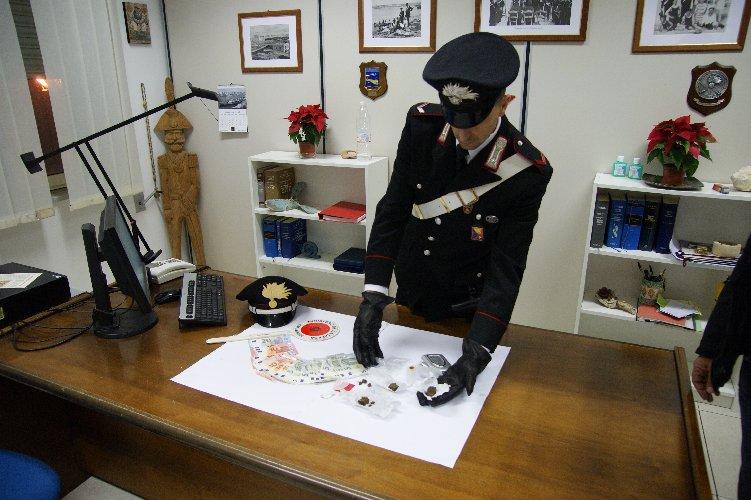 https://www.ragusanews.com//immagini_articoli/13-12-2018/droga-arresti-modica-ispica-500.jpg