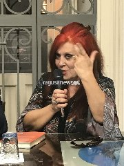 https://www.ragusanews.com//immagini_articoli/13-12-2018/silvana-grasso-presenta-domenica-vestivi-rosso-ragusa-240.jpg