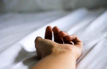 https://www.ragusanews.com//immagini_articoli/13-12-2018/turista-barrica-annuncia-suicidio-salvata-240.jpg