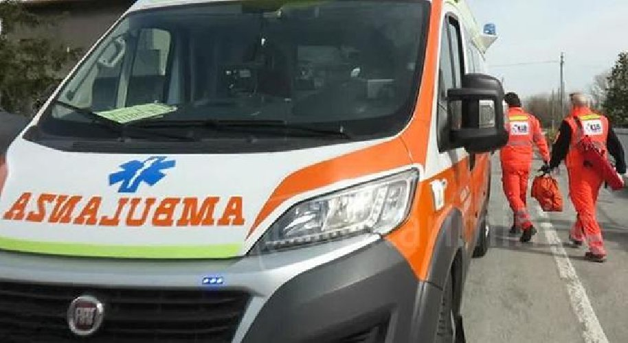 https://www.ragusanews.com//immagini_articoli/13-12-2019/incidente-siracusarosolini-ferita-una-donna-500.jpg
