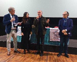 https://www.ragusanews.com//immagini_articoli/13-12-2019/madiba-e-il-miglior-corto-festival-cinema-di-frontiera-240.jpg