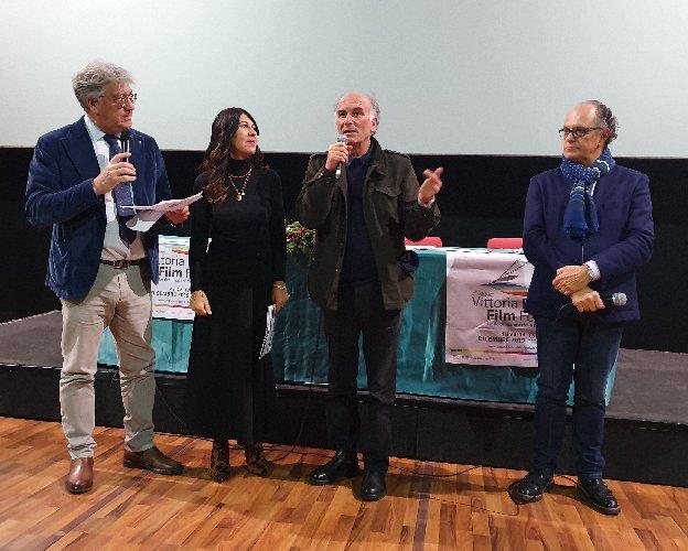 https://www.ragusanews.com//immagini_articoli/13-12-2019/madiba-e-il-miglior-corto-festival-cinema-di-frontiera-500.jpg
