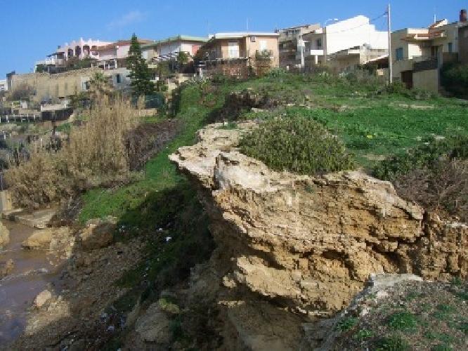 http://www.ragusanews.com//immagini_articoli/14-01-2009/il-genio-civile-inaccessibile-la-spiaggia-di-bruca-500.jpg