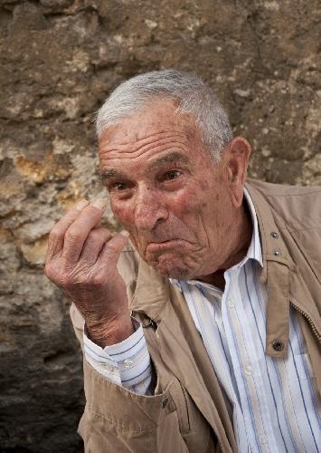 https://www.ragusanews.com//immagini_articoli/14-01-2013/i-siciliani-parlano-gesticolando-500.jpg