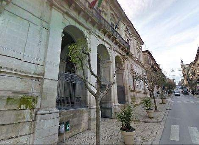 https://www.ragusanews.com//immagini_articoli/14-01-2014/le-bollette-tares-a-ragusa-e-i-politici-che-scavalcano-la-fila-500.jpg