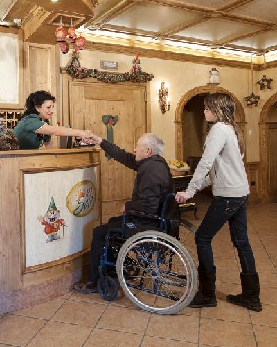 http://www.ragusanews.com//immagini_articoli/14-01-2016/alberghi-per-disabili-in-provincia-di-ragusa-500.jpg