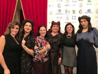 https://www.ragusanews.com//immagini_articoli/14-01-2019/sorelle-marinetti-fanno-cantare-pubblico-teatro-donnafugata-240.jpg