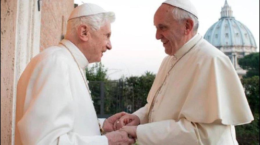 https://www.ragusanews.com//immagini_articoli/14-01-2020/preti-e-matrimonio-papa-benedetto-togliete-la-mia-firma-libro-500.jpg