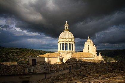 https://www.ragusanews.com//immagini_articoli/14-01-2021/ragusa-allerta-vento-fino-a-sabato-le-previsioni-del-tempo-per-il-weekend-280.jpg