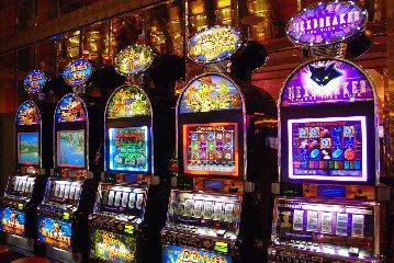 https://www.ragusanews.com//immagini_articoli/14-02-2018/aggredi-cameriere-dopo-aver-perso-slot-machine-denunciato-ragusano-240.jpg