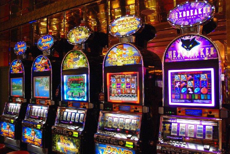 https://www.ragusanews.com//immagini_articoli/14-02-2018/aggredi-cameriere-dopo-aver-perso-slot-machine-denunciato-ragusano-500.jpg