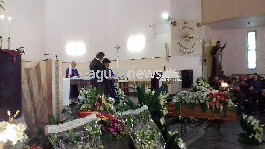 https://www.ragusanews.com//immagini_articoli/14-02-2018/celebrati-funerali-fabio-cappello-500.jpg