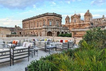 https://www.ragusanews.com//immagini_articoli/14-02-2019/gagliardi-boutique-hotel-noto-premiato-tripadvisor-240.jpg
