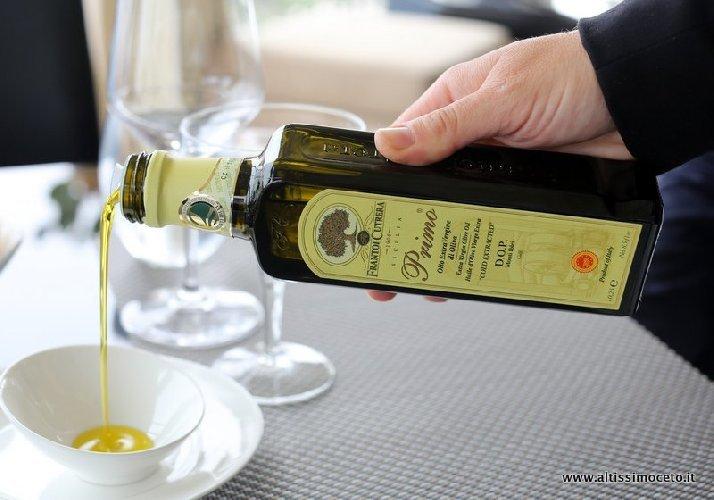 https://www.ragusanews.com//immagini_articoli/14-02-2019/verona-doro-2019-premia-olio-chiaramonte-500.jpg
