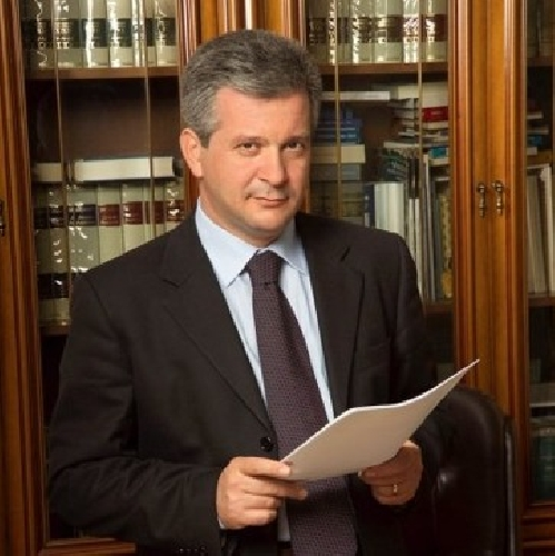 https://www.ragusanews.com//immagini_articoli/14-03-2014/formazione-lex-on-incardona-condannato-a-830-mila-euro-500.jpg