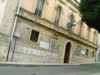 http://www.ragusanews.com//immagini_articoli/14-03-2014/mezzo-milione-per-la-scuola-san-biagio-240.jpg
