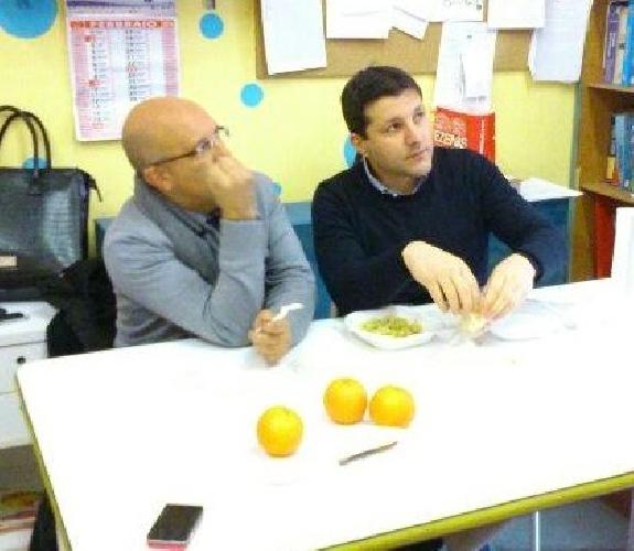 https://www.ragusanews.com//immagini_articoli/14-03-2014/piccitto-mangia-le-mele-e-da-il-30-per-cento-dello-stipendio-ai-poveri-500.jpg