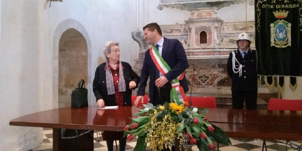 http://www.ragusanews.com//immagini_articoli/14-03-2017/paola-pelagatti-cittadina-onoraria-ragusa-500.jpg