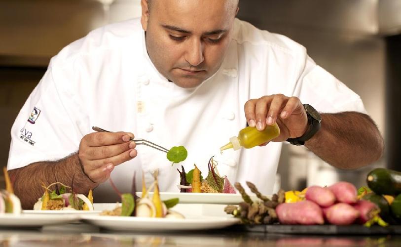 http://www.ragusanews.com//immagini_articoli/14-03-2017/ristorante-parigino-offre-lavoro-chef-siciliano-500.jpg