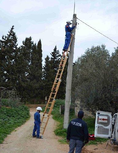 https://www.ragusanews.com//immagini_articoli/14-03-2018/ladri-energia-elettrica-acate-vittoria-500.jpg