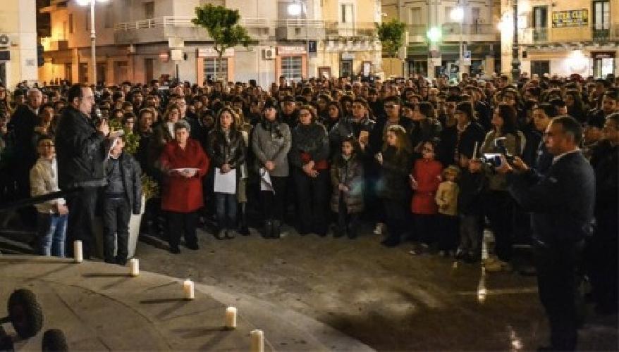 https://www.ragusanews.com//immagini_articoli/14-04-2014/fiaccolata-a-santa-croce-per-il-giovane-che-ha-tentato-suicidio-500.jpg
