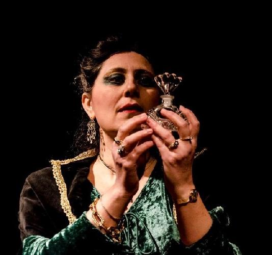 https://www.ragusanews.com//immagini_articoli/14-04-2014/il-profumo-bisegna-in-teatro-a-ragusa-500.jpg