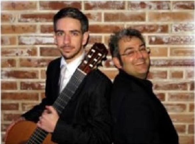 http://www.ragusanews.com//immagini_articoli/14-04-2015/il-tenore-adamo-e-il-chitarrista-massaro-alla-badia-500.jpg