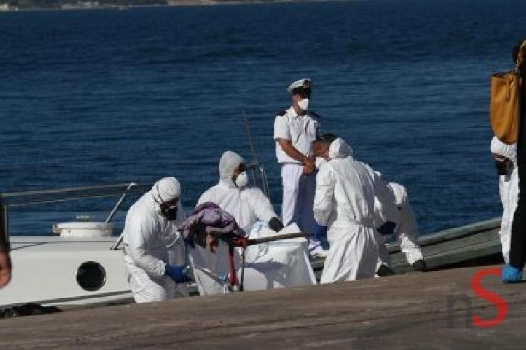 http://www.ragusanews.com//immagini_articoli/14-04-2015/migrante-morto-in-pasto-a-squalo-arrestato-scafista-500.jpg