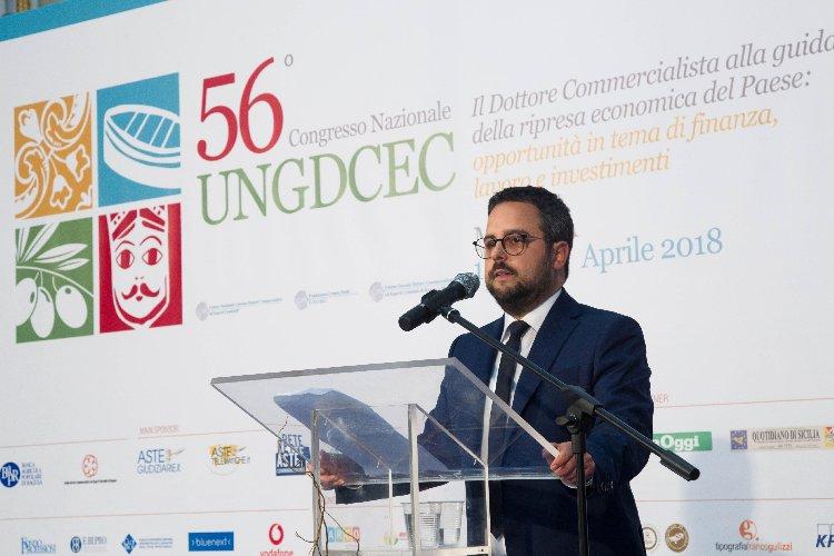 https://www.ragusanews.com//immagini_articoli/14-04-2018/modica-cala-sipario-56esimo-congresso-commercialisti-500.jpg