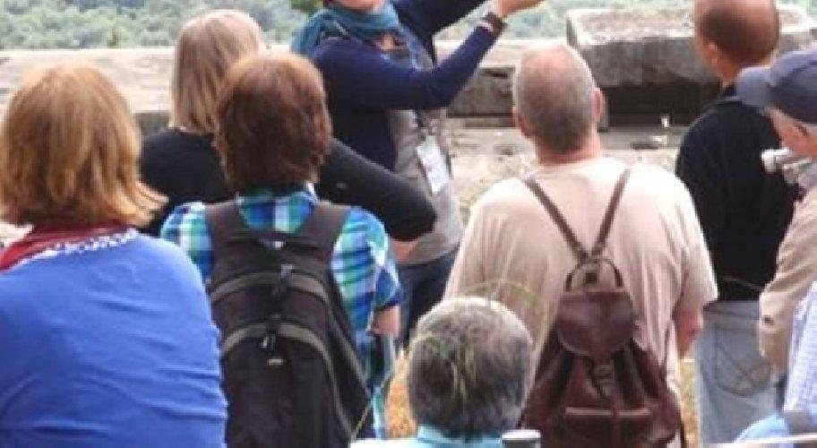https://www.ragusanews.com//immagini_articoli/14-04-2019/guide-turistiche-abusive-se-ne-discute-a-noto-500.jpg