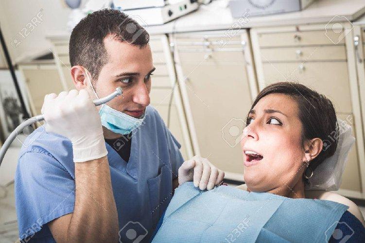 https://www.ragusanews.com//immagini_articoli/14-04-2019/il-dentista-che-con-la-scusa-mola-molestava-la-paziente-500.jpg