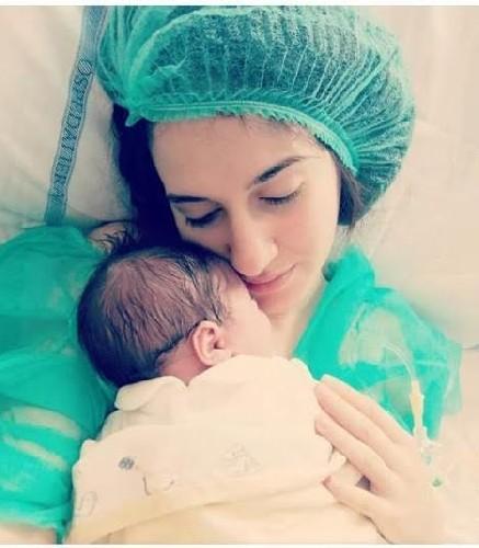https://www.ragusanews.com//immagini_articoli/14-04-2020/papa-assiste-a-nascita-figlia-in-collegamento-con-sala-parto-500.jpg