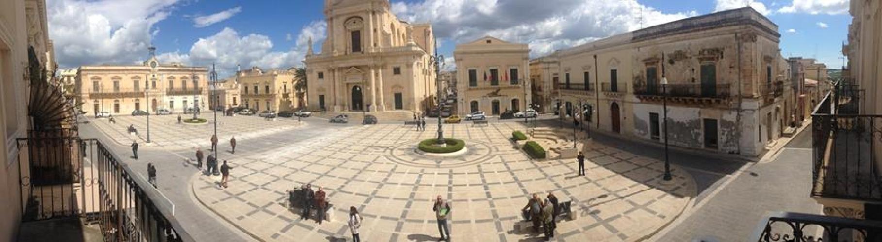 http://www.ragusanews.com//immagini_articoli/14-05-2014/ficarra-e-picone-giriamo-il-prossimo-film-a-rosolini-500.jpg