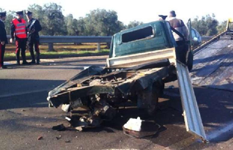 http://www.ragusanews.com//immagini_articoli/14-05-2014/incidente-mortale-perde-la-vita-concetto-carbonaro-500.jpg