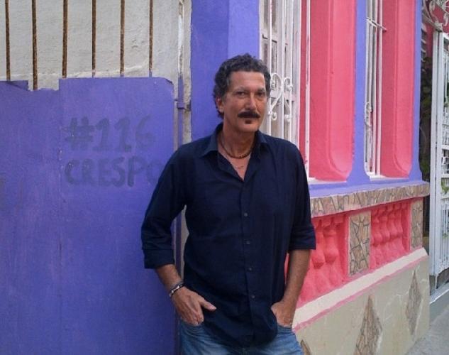 http://www.ragusanews.com//immagini_articoli/14-05-2014/lo-scrittore-davide-barilli-a-ragusa-500.jpg