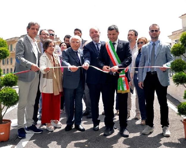 http://www.ragusanews.com//immagini_articoli/14-05-2015/inaugurato-il-parcheggio-della-stazione-500.jpg