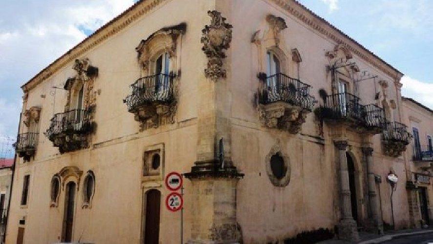 https://www.ragusanews.com//immagini_articoli/14-05-2018/architetti-cittadinanza-dialogano-palazzo-zacco-ragusa-500.jpg