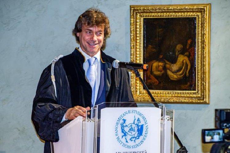 https://www.ragusanews.com//immagini_articoli/14-05-2019/alberto-angela-si-e-laureato-a-palermo-ma-honoris-causa-500.jpg