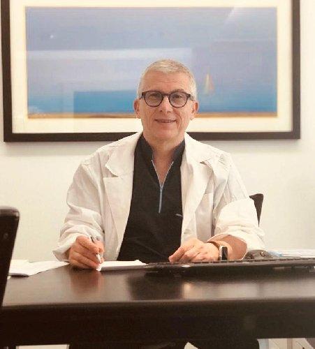 https://www.ragusanews.com//immagini_articoli/14-05-2019/nunzio-belluardo-primario-di-gastroenterologia-a-vittoria-500.jpg