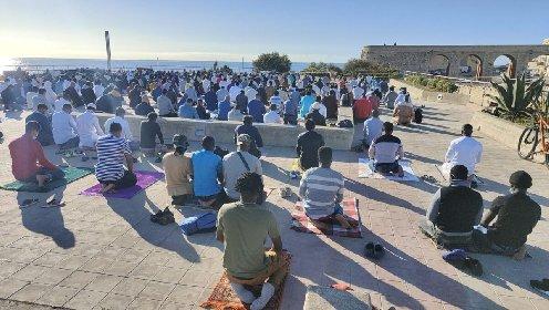 https://www.ragusanews.com//immagini_articoli/14-05-2021/1620985488-ramadan-folla-di-fedeli-in-piazza-polemica-sterile-in-rete-foto-video-1-280.jpg