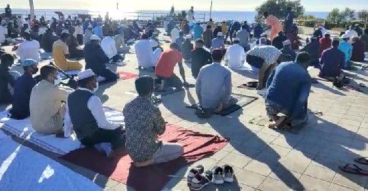 https://www.ragusanews.com//immagini_articoli/14-05-2021/1620985488-ramadan-folla-di-fedeli-in-piazza-polemica-sterile-in-rete-foto-video-2-280.jpg