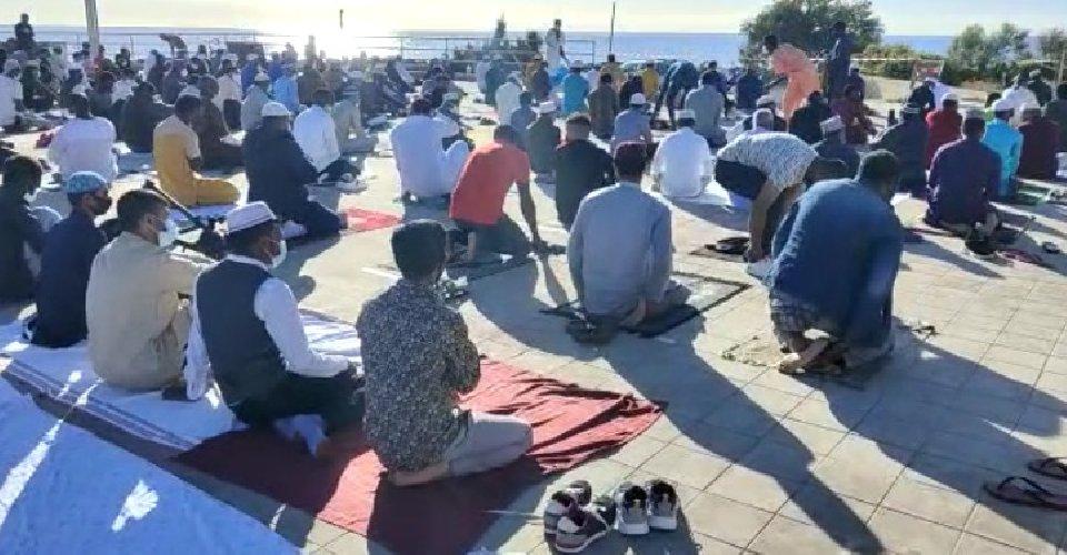 https://www.ragusanews.com//immagini_articoli/14-05-2021/1620985488-ramadan-folla-di-fedeli-in-piazza-polemica-sterile-in-rete-foto-video-2-500.jpg