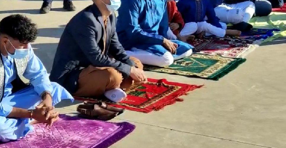 https://www.ragusanews.com//immagini_articoli/14-05-2021/1620985489-ramadan-folla-di-fedeli-in-piazza-polemica-sterile-in-rete-foto-video-4-500.jpg