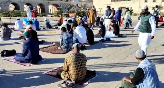 https://www.ragusanews.com//immagini_articoli/14-05-2021/1620985489-ramadan-folla-di-fedeli-in-piazza-polemica-sterile-in-rete-foto-video-5-280.jpg