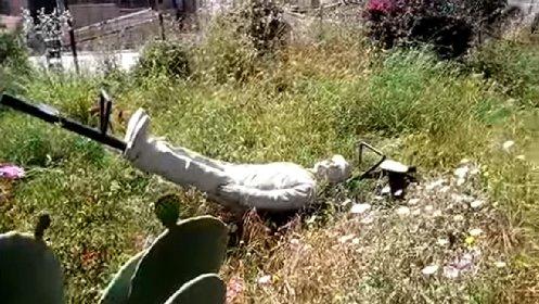 https://www.ragusanews.com//immagini_articoli/14-05-2021/franco-e-ciccio-umiliati-ecco-la-situazione-del-loro-giardino-video-280.jpg