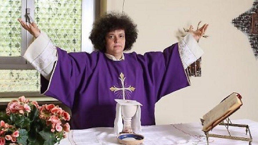 https://www.ragusanews.com//immagini_articoli/14-05-2021/la-prima-donna-vescovo-e-siciliana-e-ha-46-anni-500.jpg