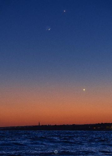 https://www.ragusanews.com//immagini_articoli/14-05-2021/luna-e-mercurio-si-incontrano-a-marina-di-modica-500.jpg