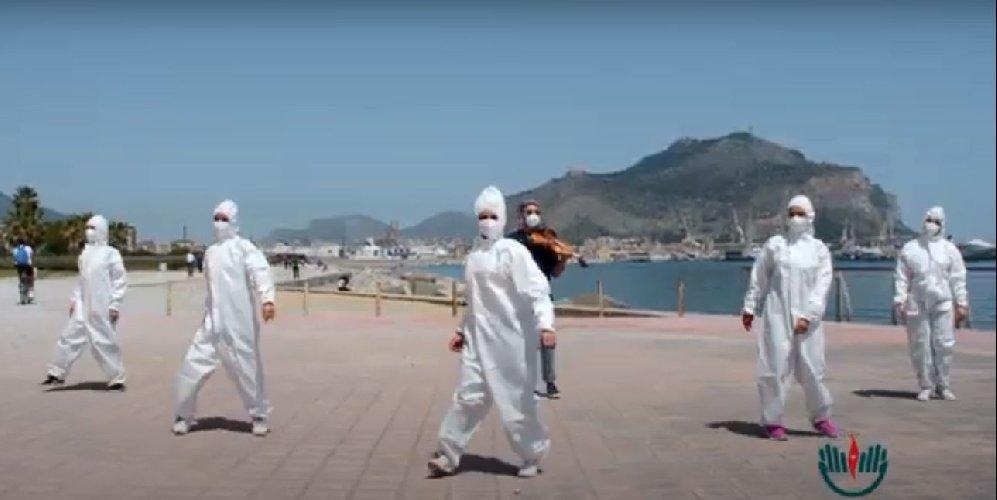 https://www.ragusanews.com//immagini_articoli/14-05-2021/musica-leggerissima-il-flash-mob-degli-infermieri-video-500.jpg