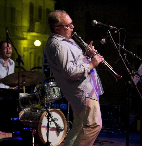 http://www.ragusanews.com//immagini_articoli/14-06-2014/il-clarinetto-di-giammarinaro-al-vittoria-jazz-fest-500.jpg
