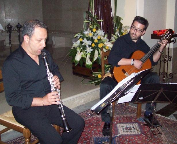 http://www.ragusanews.com//immagini_articoli/14-06-2015/sant-antonio-concerto-del-duo-armonyco-a-chiaramonte-500.jpg